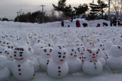 A sea of snowmen